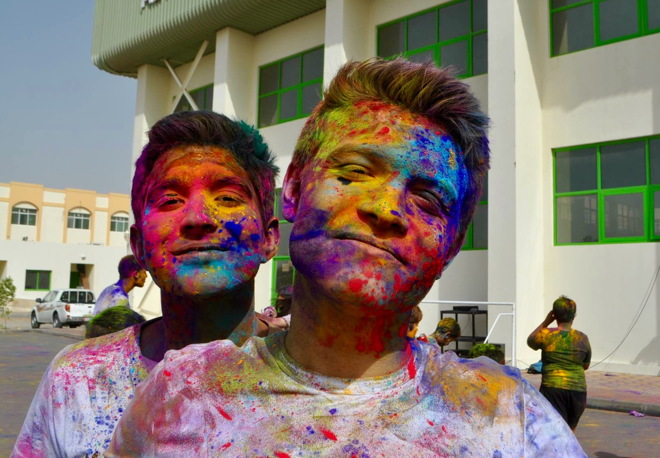 Toby and Safwan with powder paint 660